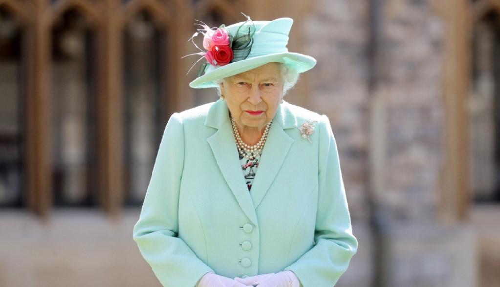 Pale su maske: Oglasila se kraljica Elizabeta, ovo je njena poruka Hariju i Megan (foto)