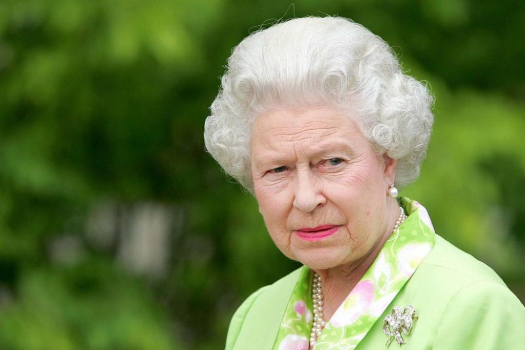 Bjuti proizvodi koji se nalaze na kozmetičkom stočiću kraljice Elizabete