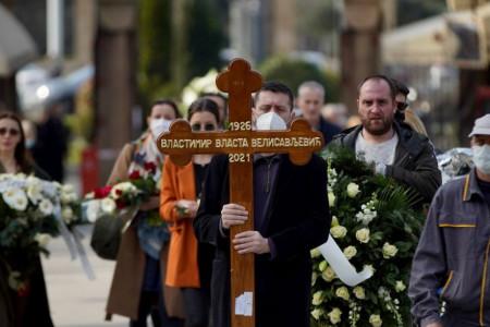 Uz suze i ogroman aplauz sahranjen Vlasta Velisavljević, supruga Nada neutešna (foto)