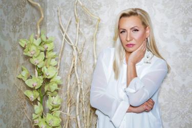 Vesna Zmijanac prevarila vreme: Folk zvezda sa novom frizurom izgleda kao u danima najveće slave (foto)