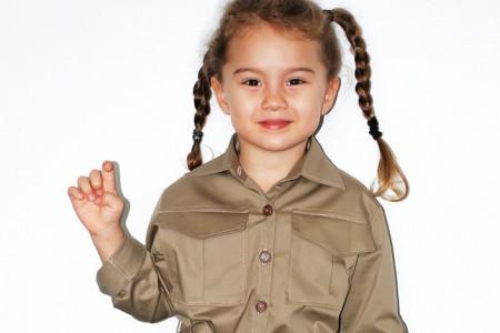 Mala manekenka: Starija ćerka proslavljenog tenisera krenula maminim stopama