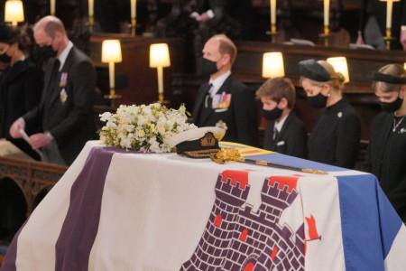 Stravičnu tišinu prekinuo samo po koji jecaj: Sahranjen princ Filip, Elizabetino srce će prepući od tuge