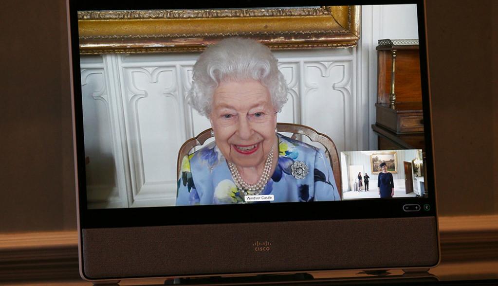 Kraljica Elizabeta skinula crninu i vratila osmeh: Prvo zvanično pojavljivanje posle sahrane princa Filipa