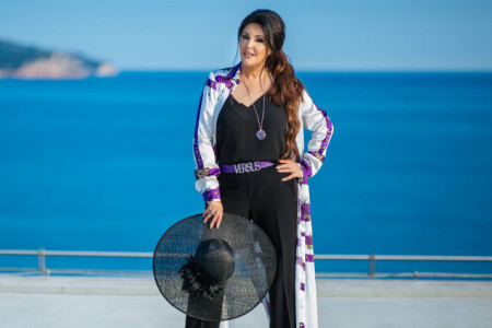Za hrabre i bogate: Dragana Mirković u Dubaiju dočekana kao kraljica, sin i ćerka je odveli na večeru u oblacima (foto)