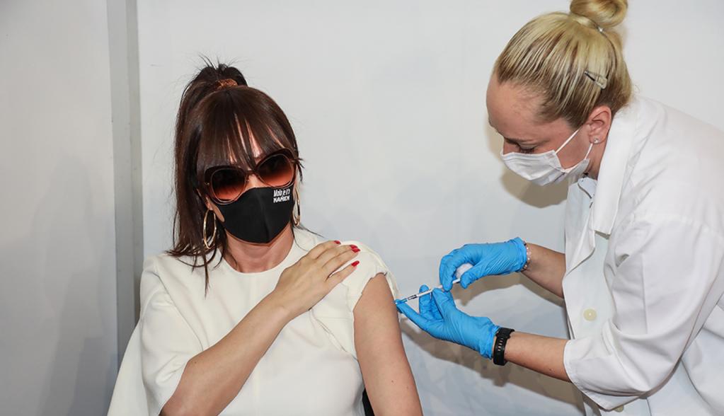 Ceca primila drugu dozu vakcine i predstavila novi imidž (foto)