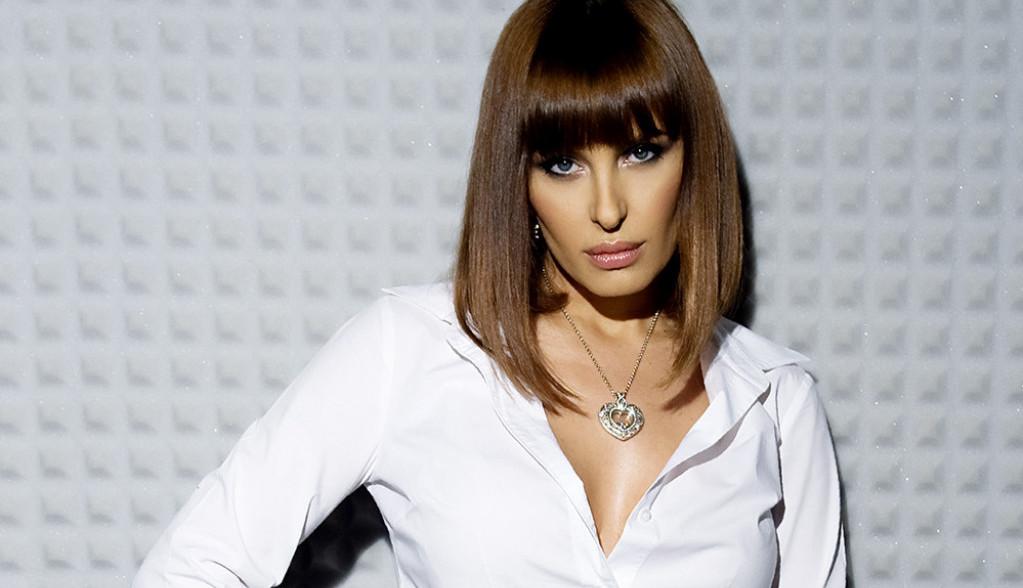 Vreme kada je nosila štikle i bila vlasnica najskupljeg garderobera u Beogradu: Elena Karaman mamila je uzdahe u ovom muzičkom spotu (video)