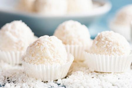 Jednostavan recept od četiri sastojka: Ferrero Rocher sa kokosom