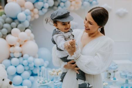 Ekskluzivne fotografije sa bajkovite žurke: Voditeljka Tijana Prica proslavila sinu Rastku prvi rođendan