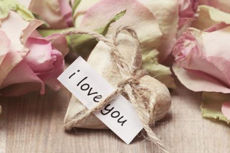 Ljubavni horoskop za 6. jun: Pred zauzetim vodolijama je težak period, slobodne će obnoviti staru ljubav
