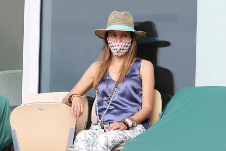 Jelena Đoković na Rolan Garosu intrigirala majicom sa neobičnim natpisom, evo šta je želela da poruči (foto)