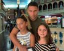 Duško Tošić sam sa ćerkama na letovanju: Jelena daleko od porodice, a krivac je on! (foto)