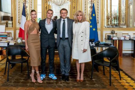 Ne možete takvi u Jelisejsku palatu: Džastin i Hejli Biber posetili francuskog predsednika, fanovi ih napali zbog neprimerene odeće