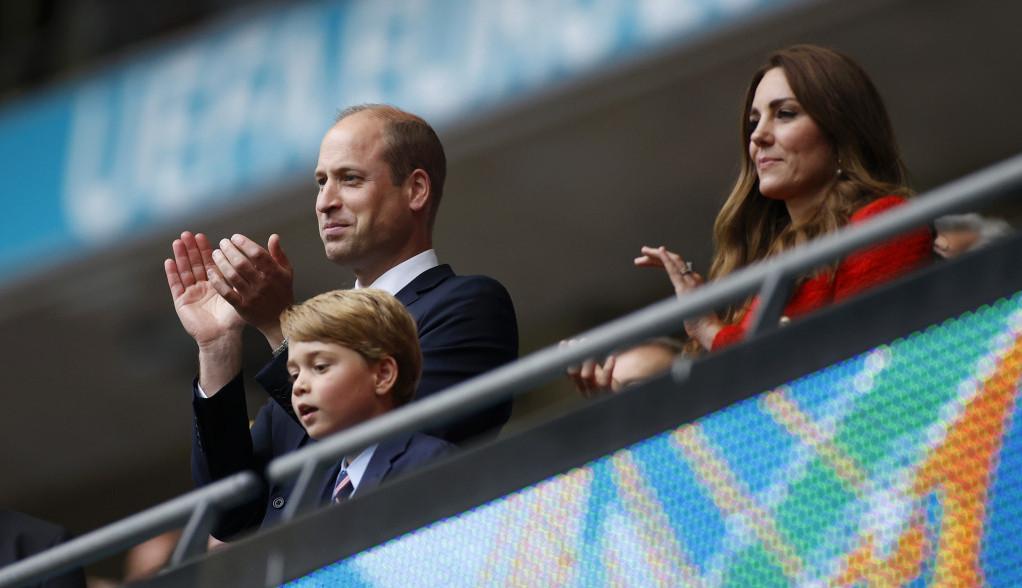 Kraljevska porodica na Euru: Princ Džordž sa tribina bodrio Englesku, jedan detalj privukao posebnu pažnju (foto)
