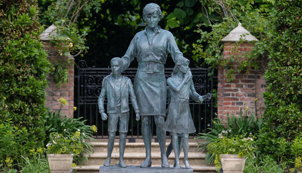 Otkrivena simbolika statue princeze Dajane, evo ko su deca koja je okružuju
