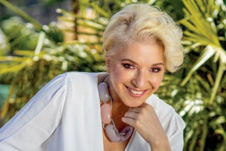 Plavuše se najbolje provode: Mirjanu Karanović celo primorje komentariše