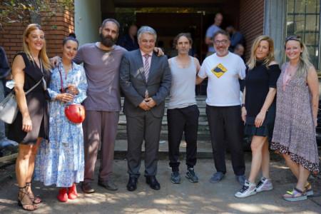 Producentski tim u poseti ekipi serije Besa