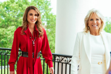Kraljica Ranija i Džil Bajden: Modni duel u Beloj kući (foto)