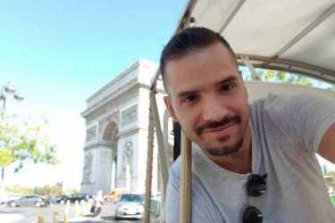 Šta mu bi: Ovakvoj promeni frizure Filipa Živojinovića niko se nije nadao (foto)