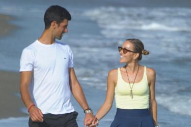 Romantičan ples na obali mora: Jelena i Nole na zasluženom odmoru (foto)