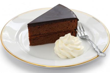 Kraljica čokoladnog užitka: Donosimo vam originalan recept za čuvenu Saher tortu