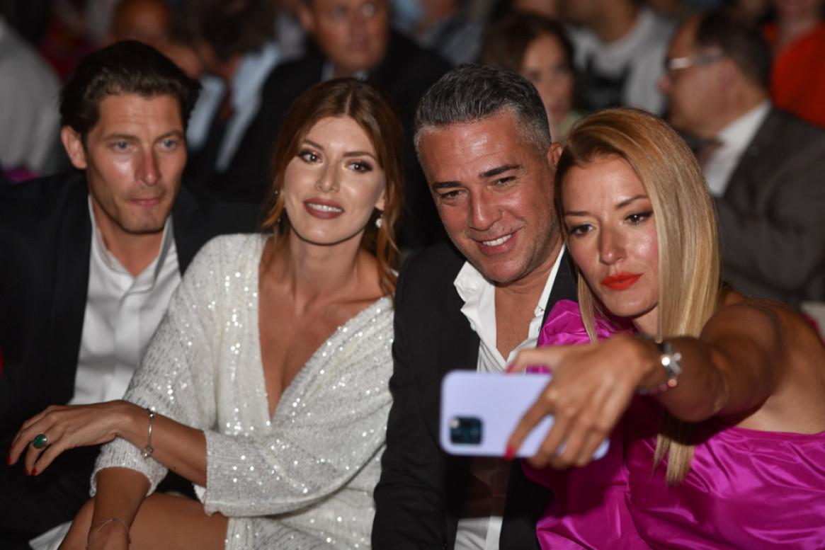 Ružičasta haljina za crveni tepih: Jovana Joksimović ukrala šou na zatvaranju Sarajevo film festivala (foto)