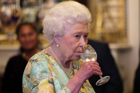 Da li kraljica Elizabeta pije alkohol? Nekadašnji šef kuhinje Bakingemske palate otkriva istinu