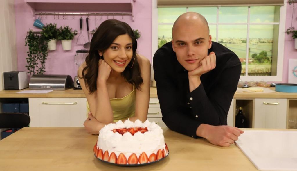 Savršen tandem u ljubavi i u kuhinji: Kremasta torta sa jagodama po receptu Miše Dragičevića i Olje Bacić