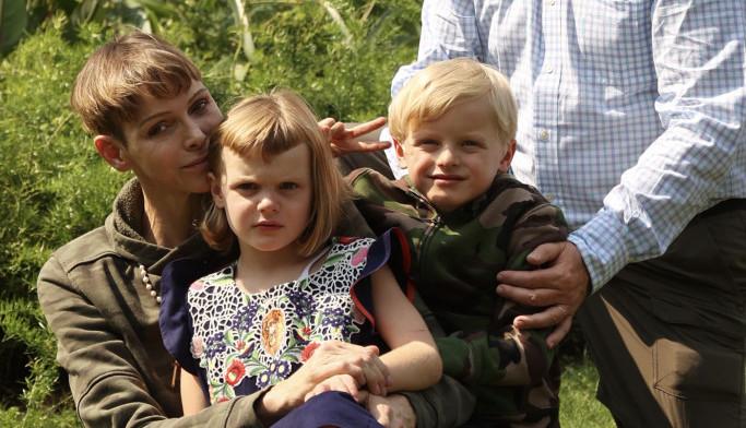 Konačno zajedno: Posle nekoliko bolnih meseci princeza Šarlin ponovo zagrlila supruga i decu (foto)