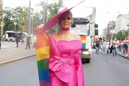 Bravo, kumo: Stajling Nataše Bekvalac na Paradi ponosa svi komentarišu (foto)