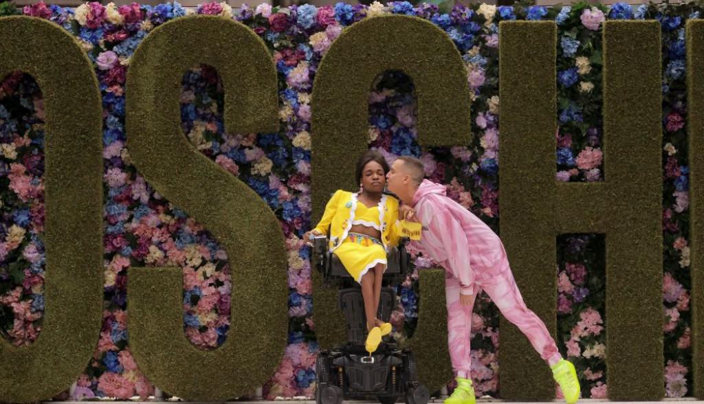 Moda za sve: Aron Filip u invalidskim kolicima na modnoj pisti (foto)