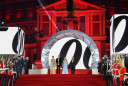 Okupana zlatom: Svetska premijera Džejmsa Bonda pala u drugi plan kada se na crvenom tepihu pojavila Kejt Midlton