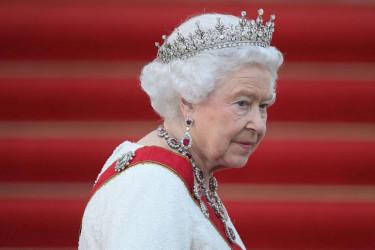 Svet u šoku: Kraljica Elizabeta svrgnuta sa trona!