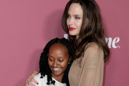 Iznenađenje na crvenom tepihu: Umesto sa novim dečkom, Anđelina Džoli prošetala sa ćerkom