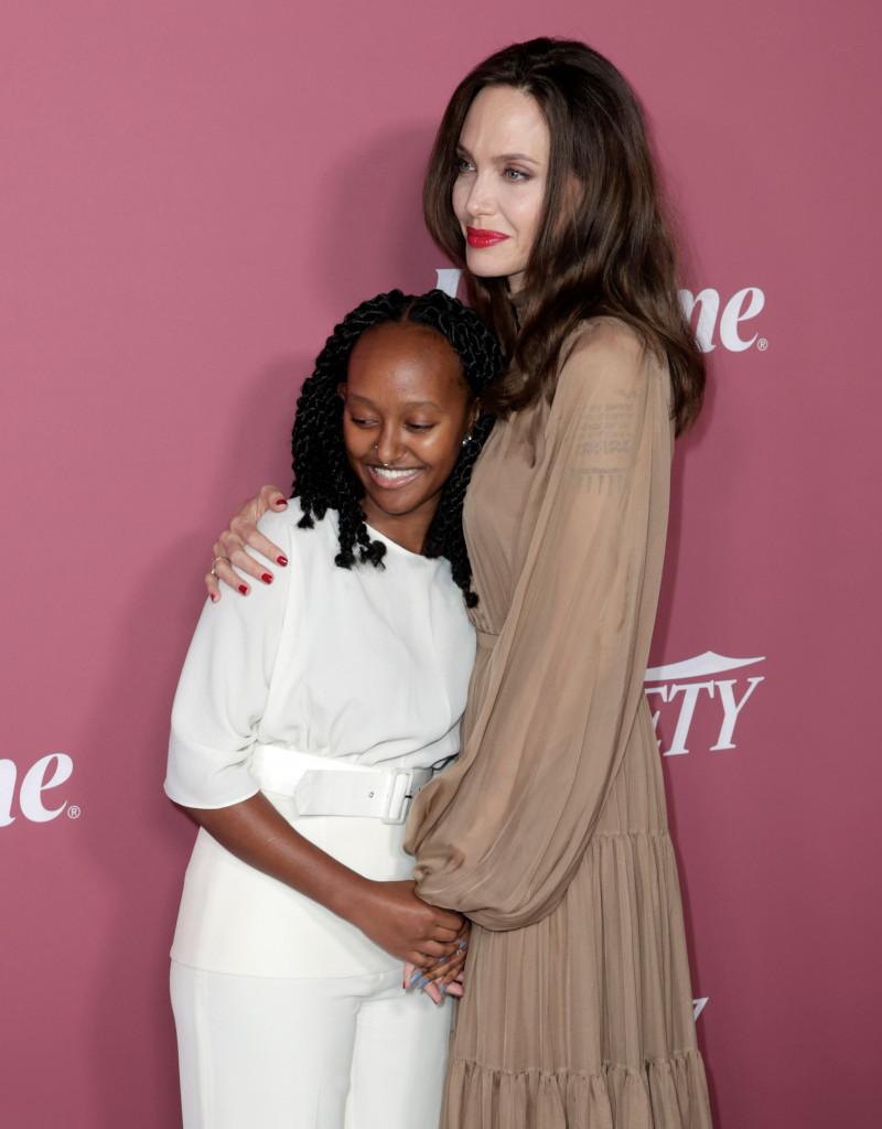 Iznenađenje na crvenom tepihu: Umesto sa novim dečkom, Anđelina Džoli prošetala sa ćerkom thumbnail