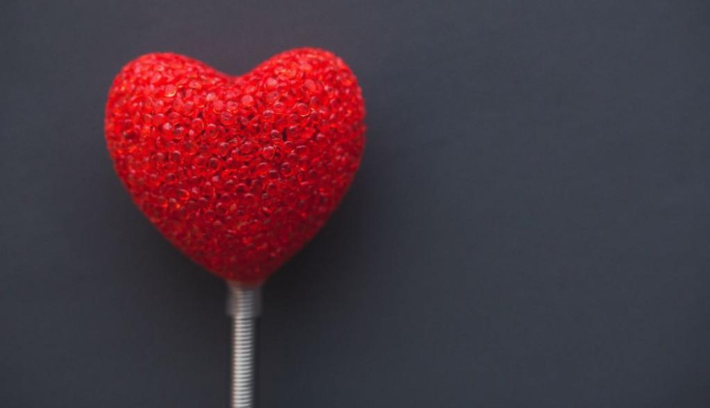 Ljubavni horoskop za 17. oktobar: Ribe, na suprotan pol delovaćete privlačno poput magneta