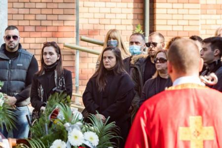 Poslednjih deset godina nju je voleo: Devojka Marka Živića neutešna na sahrani, izgubila je najveću ljubav