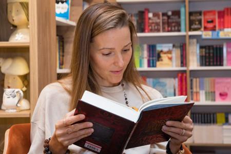 Jedan naslov će vas iznenaditi: Šta čita Jelena Đoković