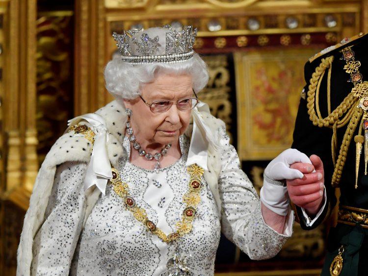 kraljica Elizabeta sukob na dvoru