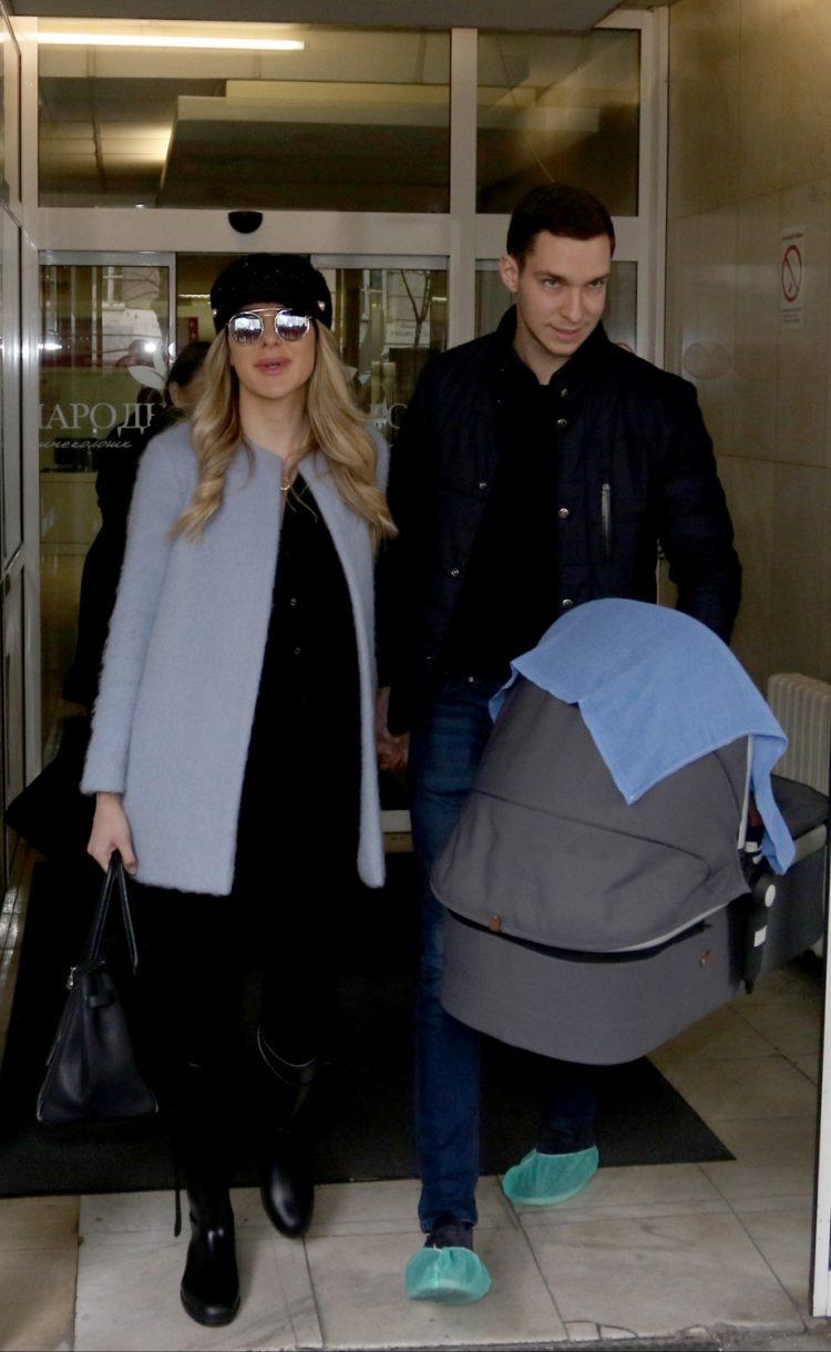 Dragana Džajić sa sinom napustila porodilište