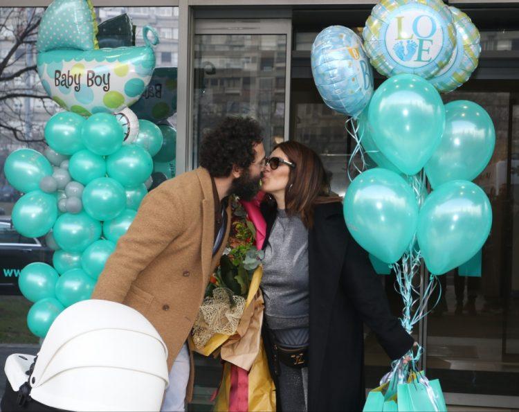 Seka Aleksić sa sinom napustila porodilište